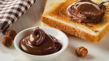tost z czekoladą na śniadanie